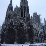 ルーアンの寒くて薄暗い雪の中1時間以上かけて学校へ・・・